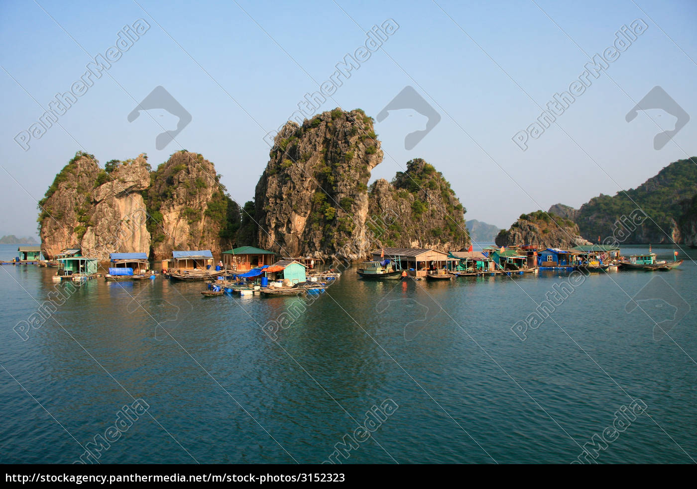 floating, village, in, halong, bay, , vietnam - 3152323