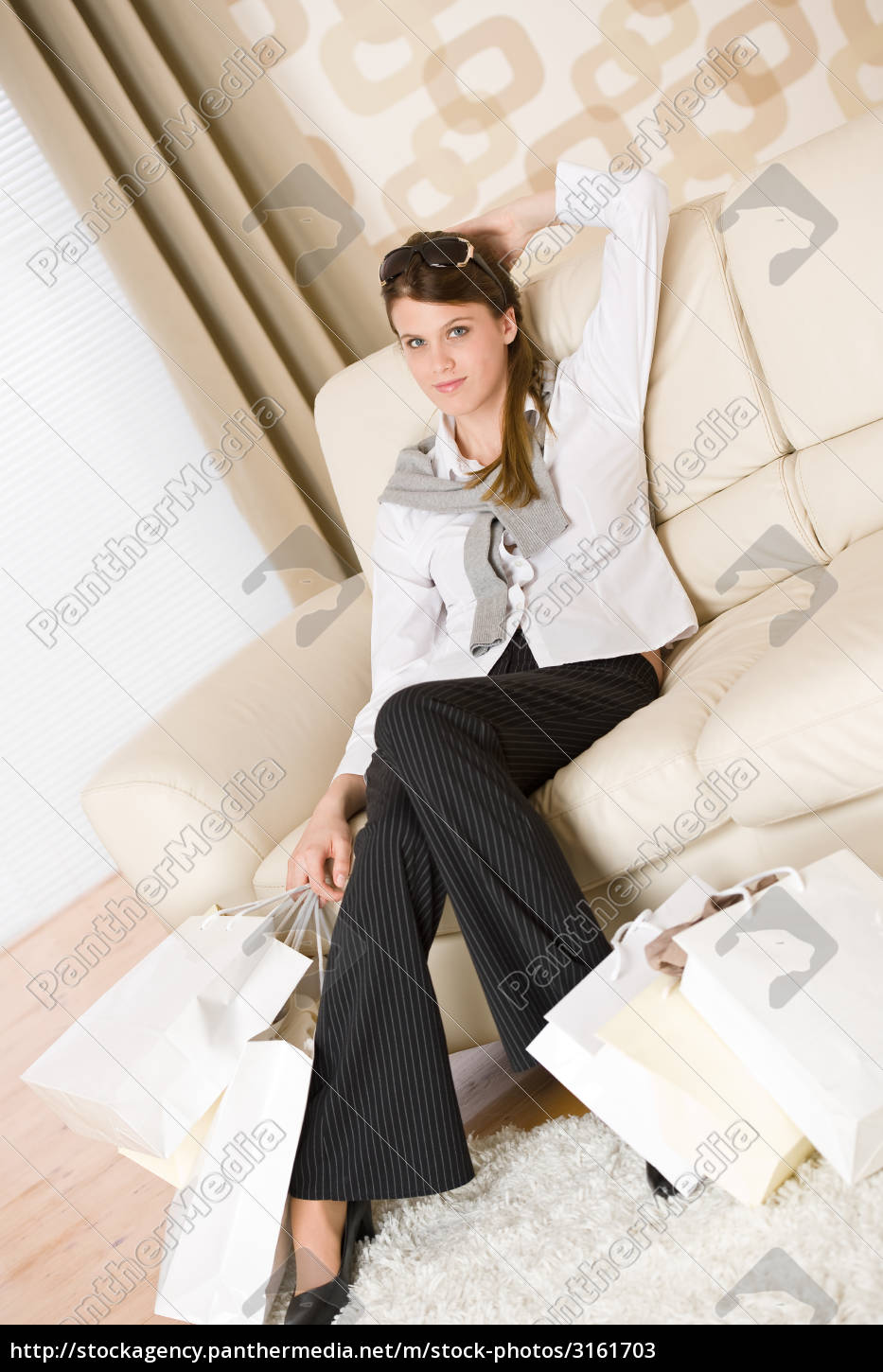 smiling, business, woman, with, shopping, bag - 3161703