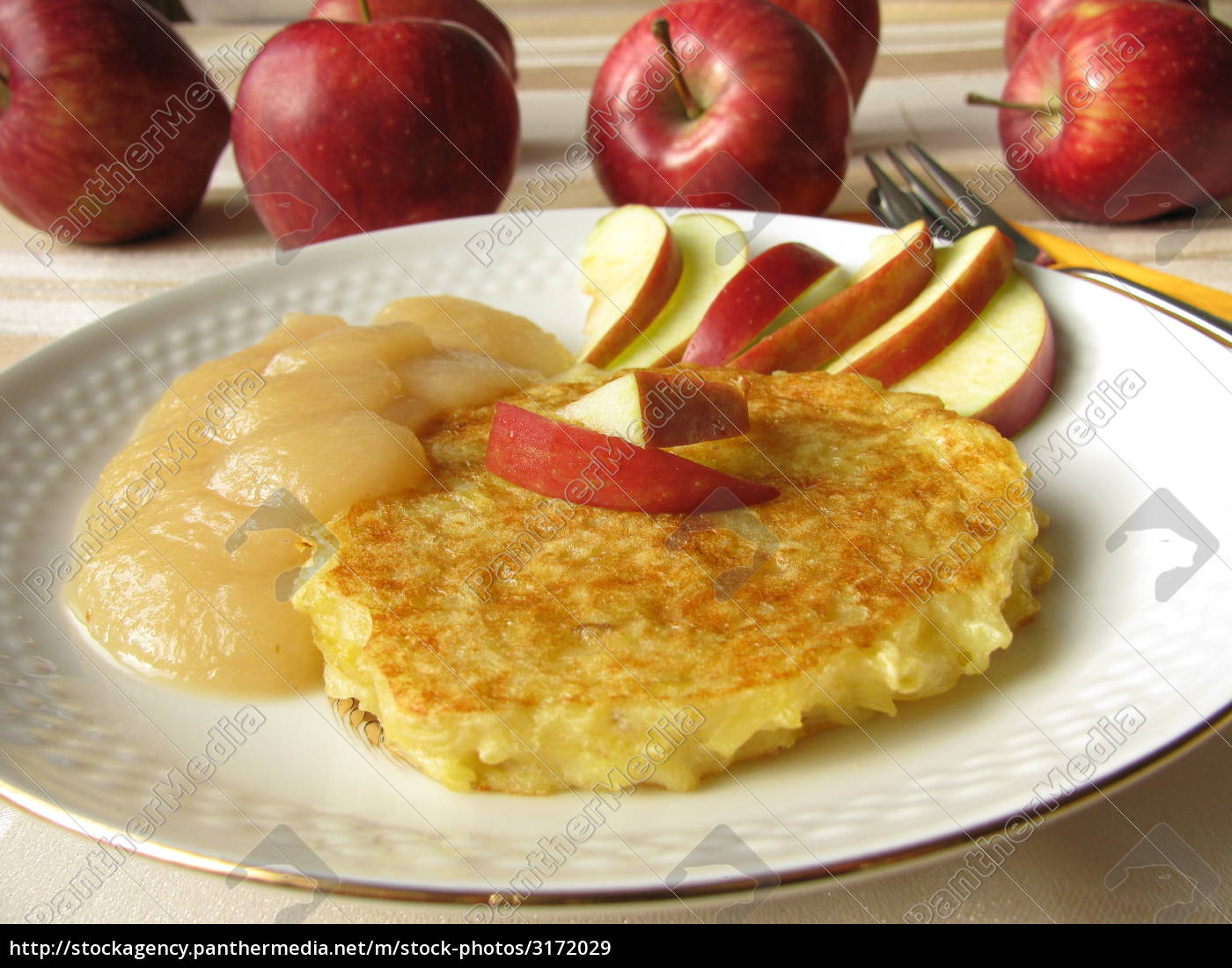 potato, pancakes, with, applesauce - 3172029