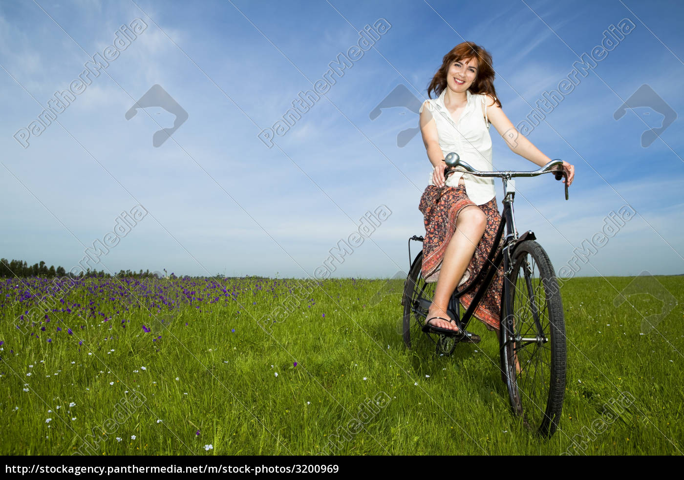 girl, with, a, bicycle - 3200969