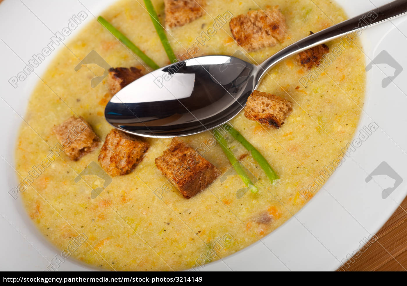 potato, soup, with, croutons, and, chives - 3214149