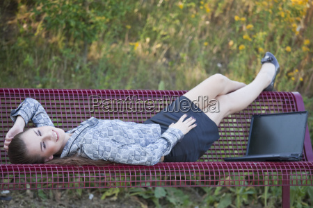 woman, relaxing, on, the, bench - 3219021