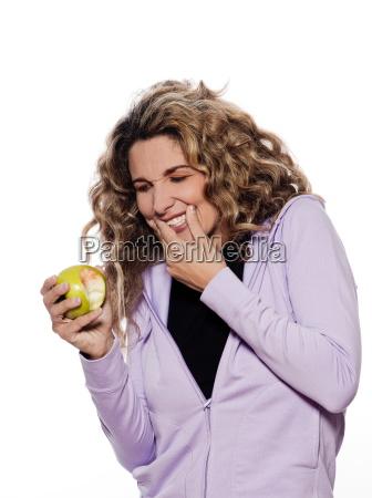 woman portrait toothache