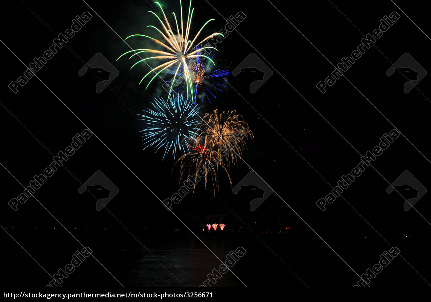 fireworks, in, a, rainbow, of, colors - 3256671