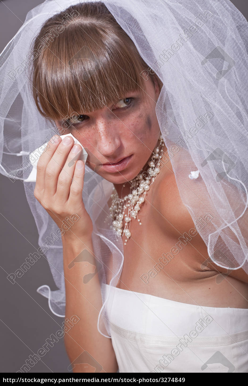 crying, bride, with, handkerchief - 3274849
