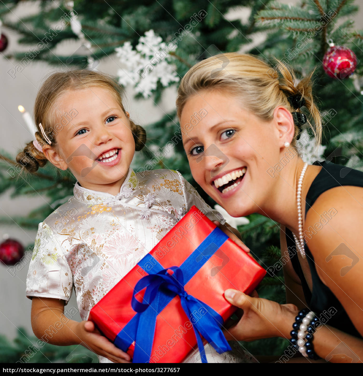 christmas, -, child, is, presented - 3277657