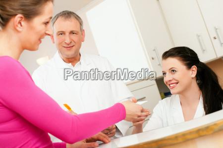 woman, at, reception, of, a, medical - 3278037