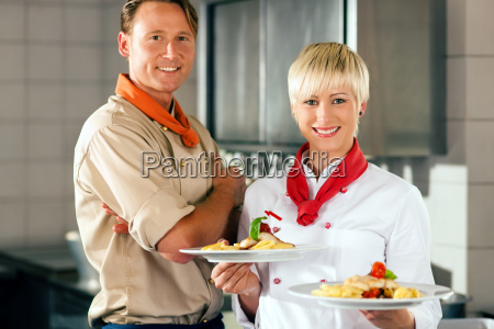 chefs, in, a, restaurant, or, hotel - 3289305