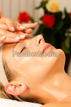 woman, getting, a, head, massage, spa - 3289361