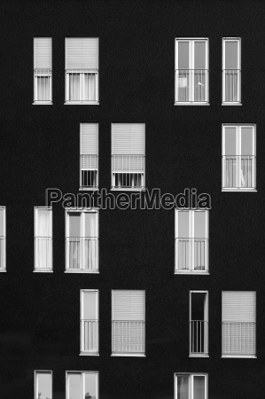 windows, on, a, black, wall - 3290391
