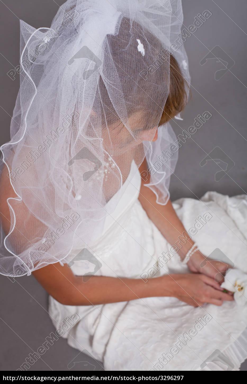 sad, bride, on, the, ground - 3296297