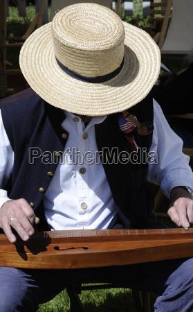 civil war actor playing dulcimer