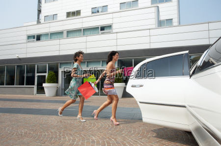 friends running with shopping bags