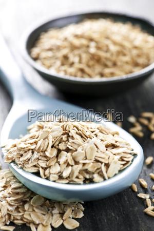 rolled oats and oat groats