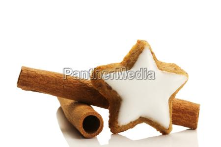 cinnamon star with cinnamon sticks