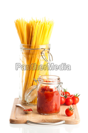 tomatoes and spaghetti pasta
