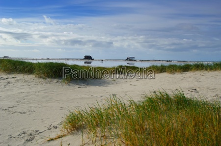 pfahlbauten st peter ording with dunes