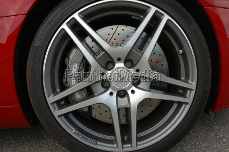 wheel of the mercedes sls amg