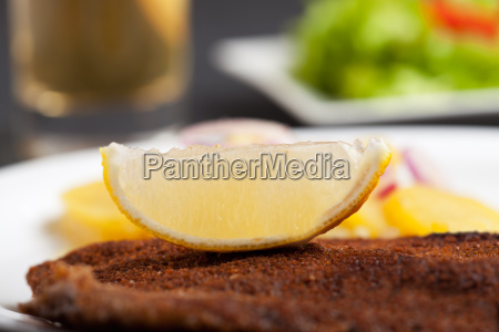 lemon slice on a schnitzel