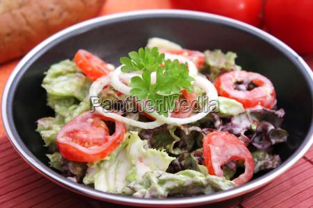 leaf salad with tomato