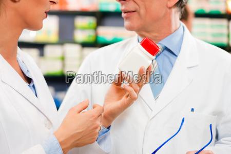 pharmacist advice in pharmacy