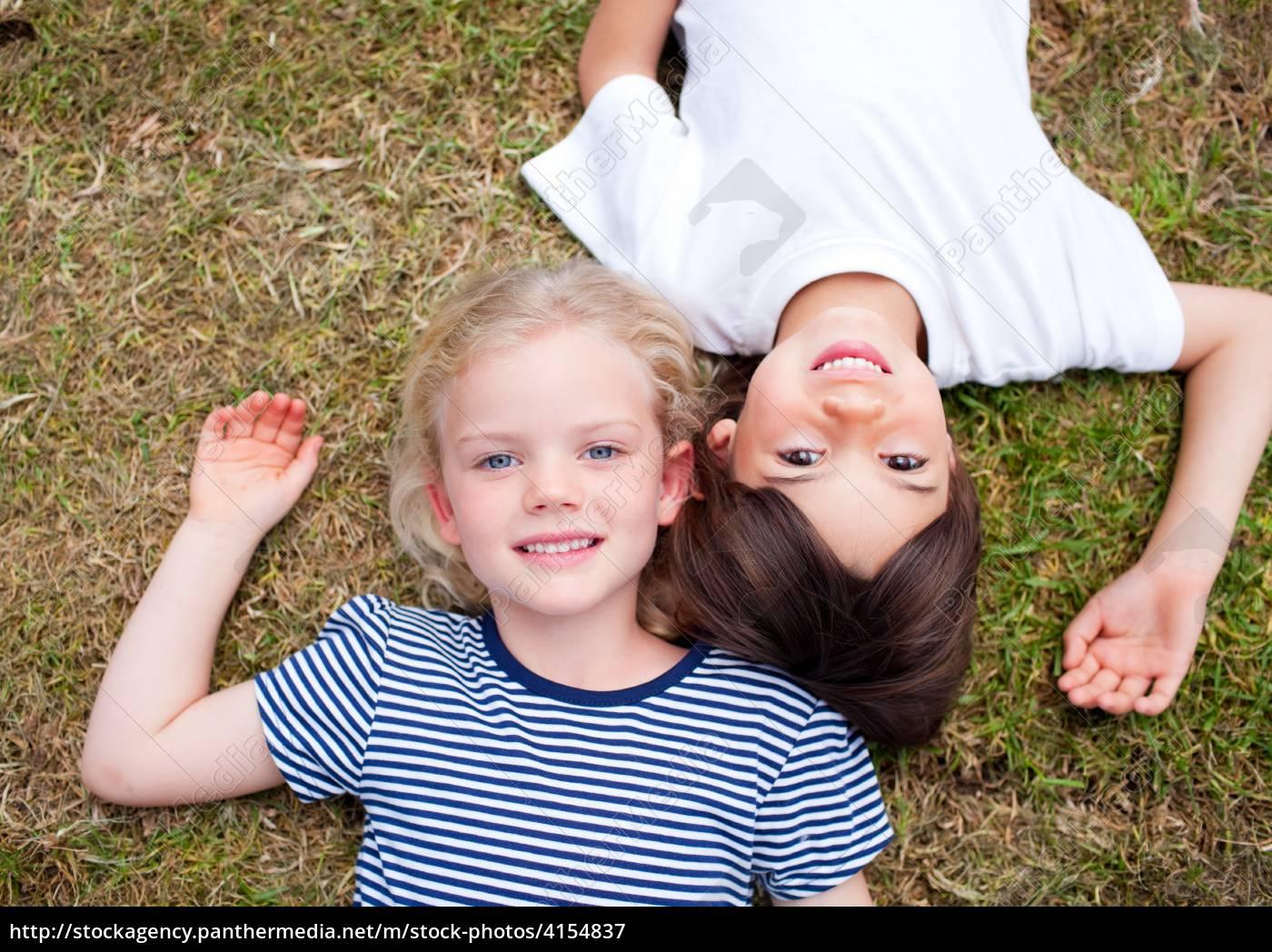 Сестра возбудила своего брата и его друга, Сестра возбудила брата и трахалась с ним - порнофаза 11 фотография