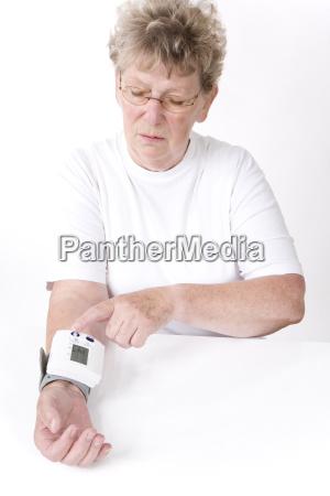 measure blood pressure