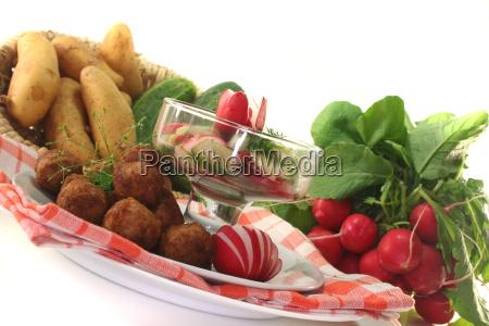 koettbullar with salad