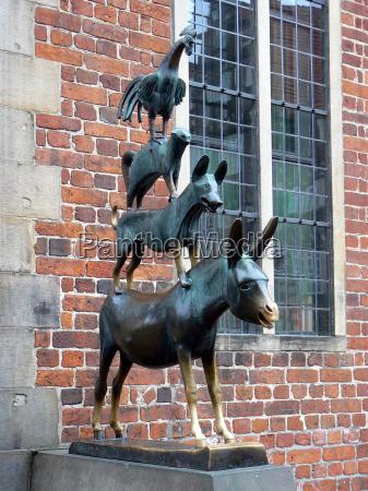 bremen town musicians bronze sculpture