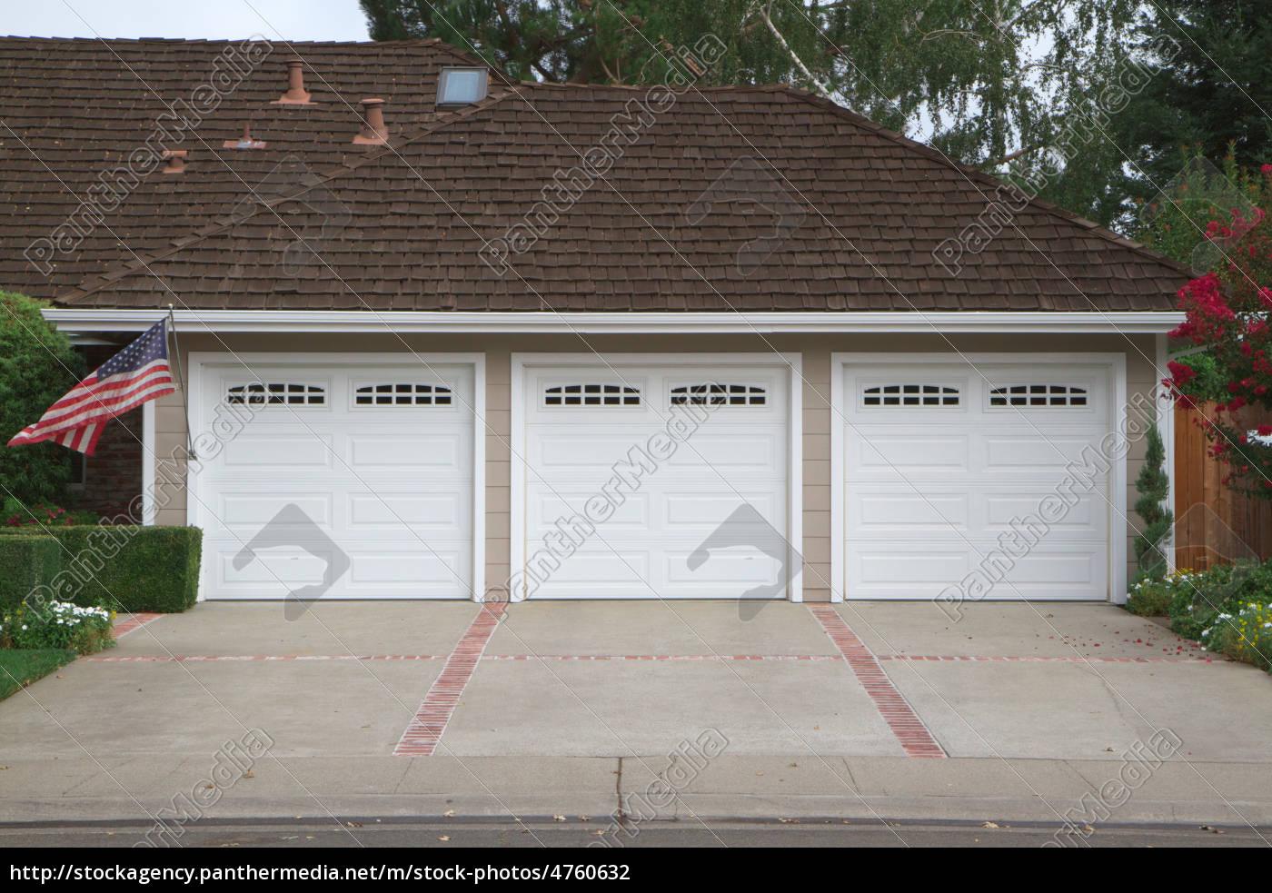 Three Car Garage Flag 4760632