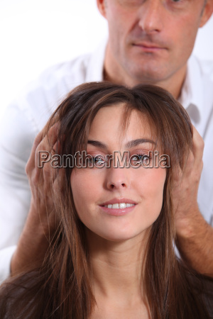 hairdresser looking for womans new haircut