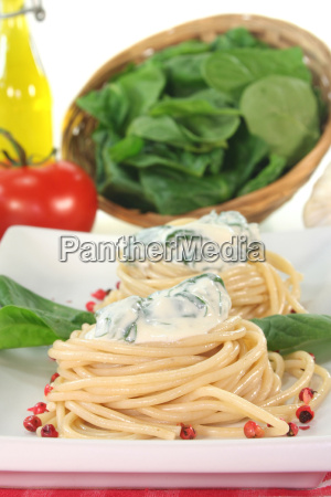 spaghetti with cheese spinach sauce