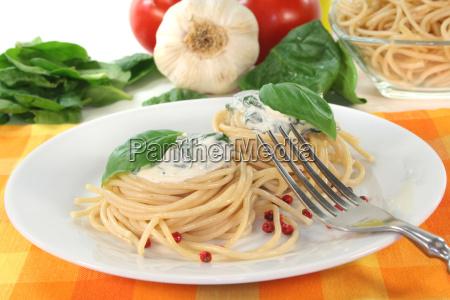dough sauce tomatoes tomatos basil noodle