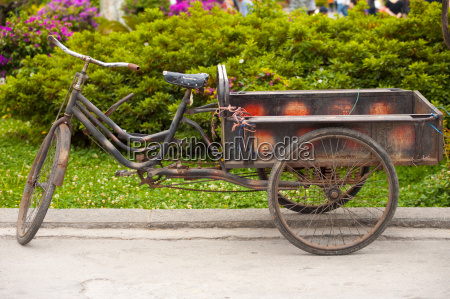 chinese three wheeled delivery bicycle