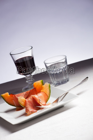 ham and melon and red wine