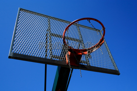 basketball basket zoomed foto on blue