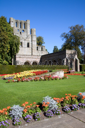 kelso abbey in the scottish borders