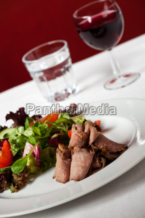 roast beef with salad