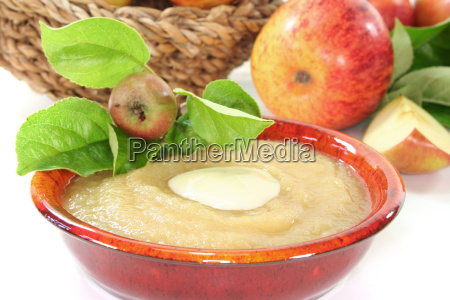 applesauce with vanilla sauce