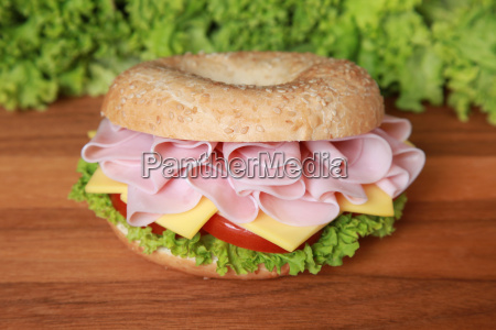 bagel with ham