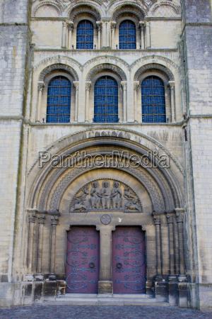 detail of church sainte trinite abbaye