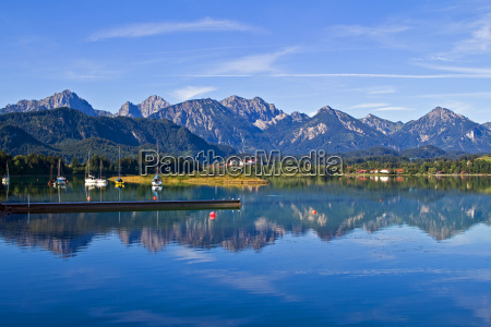 sommermorgen ved lake forggensee