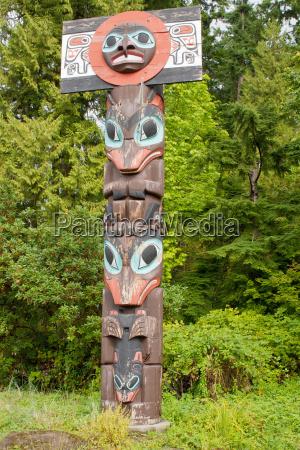 chief skedans mortuary totem pole