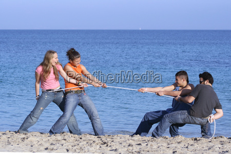 tug of war teens playing on