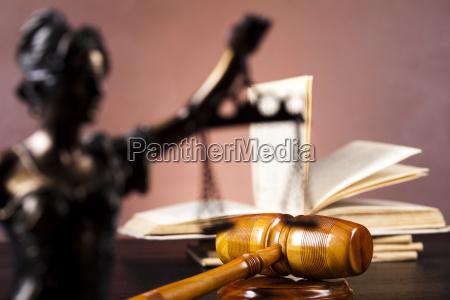 estatua de la justicia derecho
