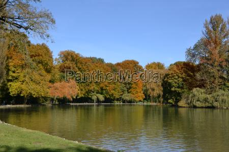 autumn day in the english garden