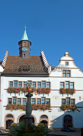 town hall fountain emblem