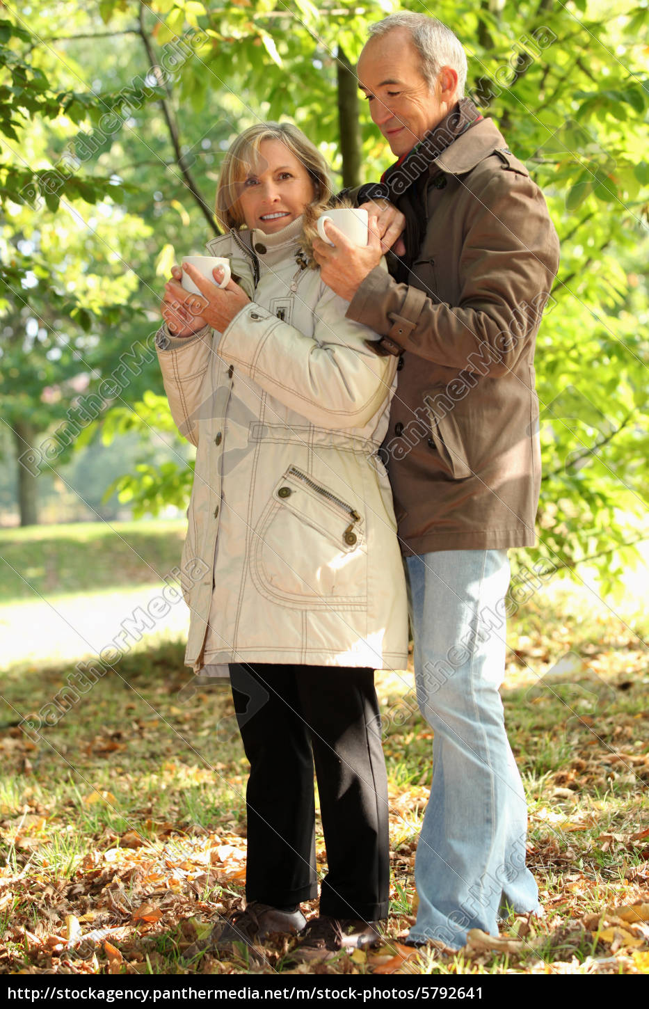 older, couple, outdoors, with, hot, drinks - 5792641