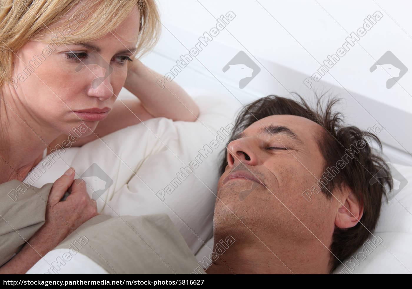 Спящая и ей толкают, Порно видео со спящими - смотреть онлайн бесплатно 17 фотография