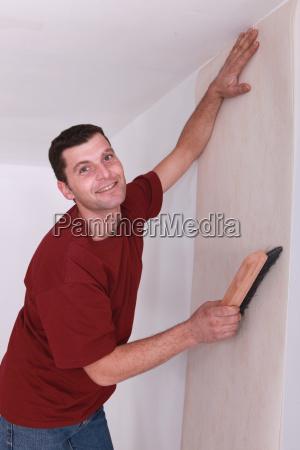 decorator smoothing wallpaper